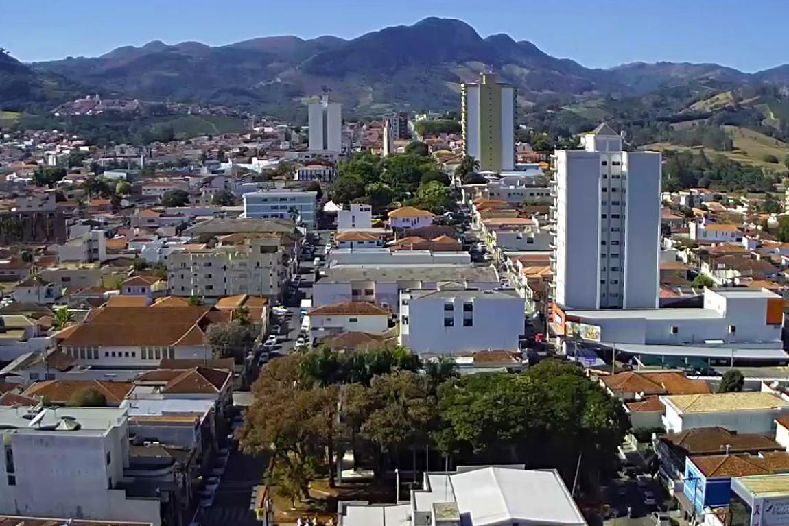 Andradas, Terra do vinho e da batata, sede do Grande Rio Branco, tem incêndio destruindo a vegetação no Pico do Gavião