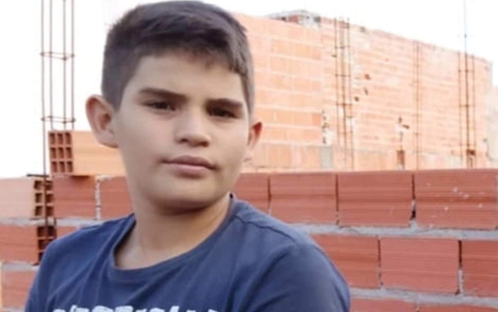 Adrian de 12 anos morre eletrocutado por cerca elétrica quando soltava pipa em Guaranésia